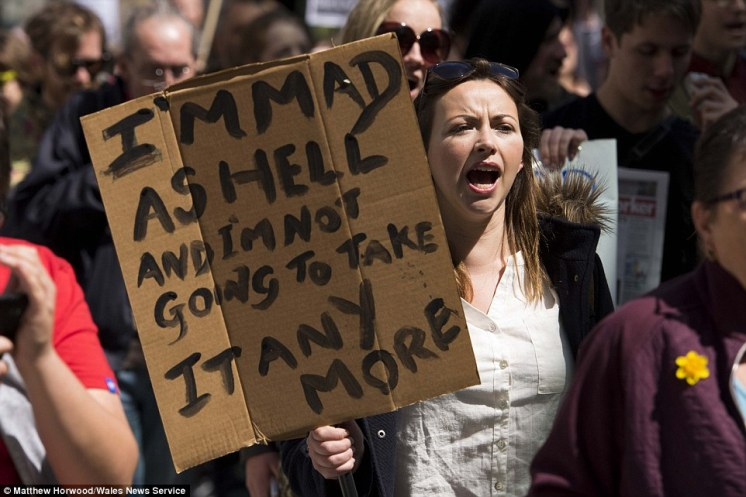 287E818200000578-3074752-Welsh_singer_Charlotte_Church_attended_a_protest_in_Cardiff_prot-a-60_1431185381214